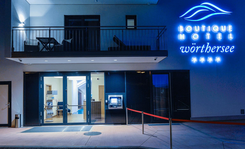 Außenansicht_Eingang_Hotelomat_Boutiquehotel_Wörthersee