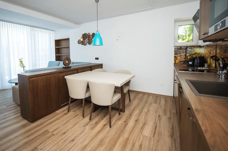 Wohnzimmer_Küchenzeile_Suite_Appartement_Boutiquehotel_Wörthersee