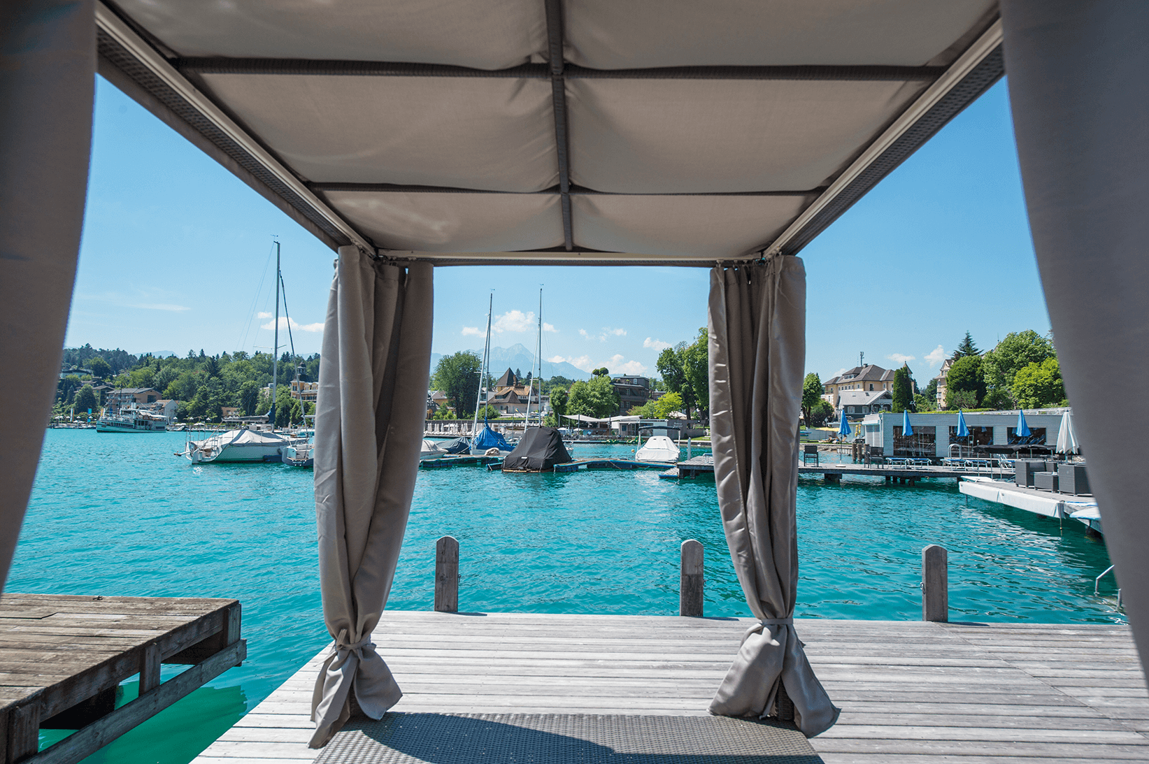 Privater Strandzugang_Beach_Cabanas_Boutiquehotel_Wörthersee